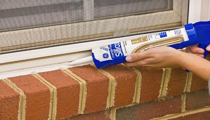 کاربرد چسب سیلیکون در عایق کردن پنجرههای دوجداره